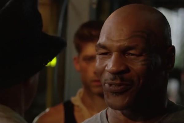 A encarada entre Jean-Claude Van Damme e Mike Tyson em Kickboxer 2 (Foto: Reprodução)