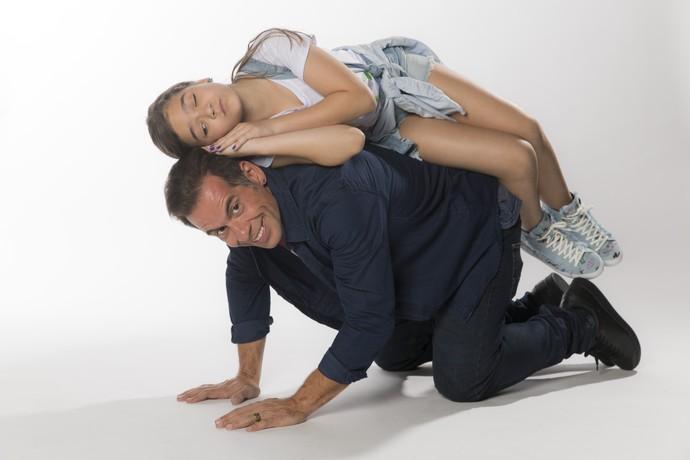 Mel Maia e Leandro Hassum mostram sintonia na hora das fotos e abusam da diversão (Foto: Raphael Dias / Gshow)
