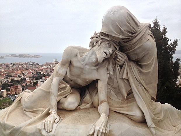 Estátua em Marselha, na França (Foto: Rafael Queiroga/Arquivo pessoal)