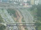 Avenida Paralela tem trânsito intenso no sentido centro da cidade; vídeo