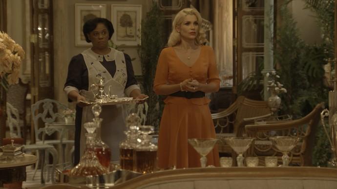 Sandra é convidada pelo falso Candinho para um passeio de carro (Foto: TV Globo)