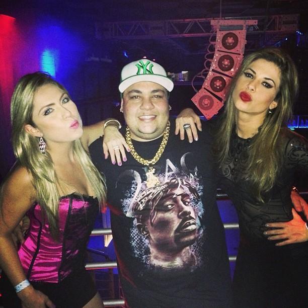 Ex-BBBs Renatinha e Cacau com DJ Baba Funk em boate em Campinas, São Paulo (Foto: Instagram/ Reprodução)