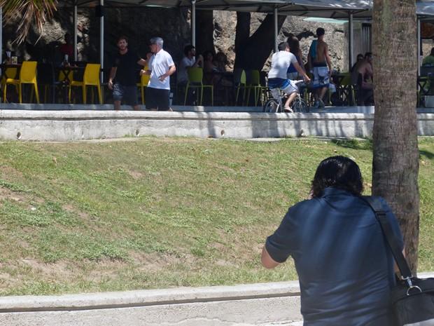Paparazzi flagra Cláudio e Leonardo juntos (Foto: Walter Dhein/ Gshow)