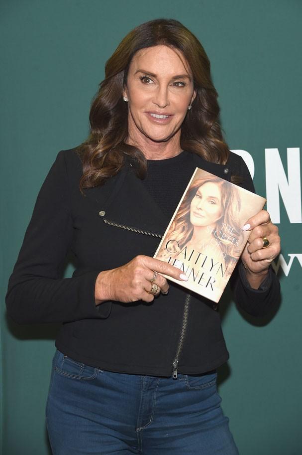"""Caitlyn Jenner lançou o livro """"Os Segredos da Minha Vida"""" no dia 25 de abril  (Foto: Jamie McCarthy/ Getty Images)"""
