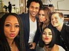 Atores de 'High School Musical' se reencontram em set do primeiro filme