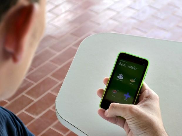 O aplicativo 'Cardápio RU Ufac' disponibiliza o que será servido no dia e no dia seguinte (Foto: Caio Fulgêncio/G1)