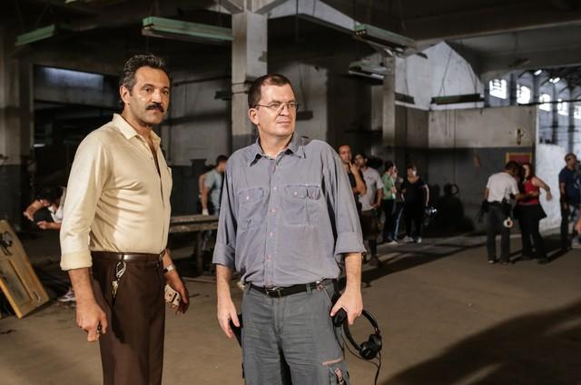 Domingos Montagner e o diretor Marcos Schechtman no set de 'Vidas partidas' (Foto: Gianne Carvalho)