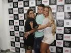 Preta Gil e Valesca Popozuda fazem 'sanduíche' em David Brazil