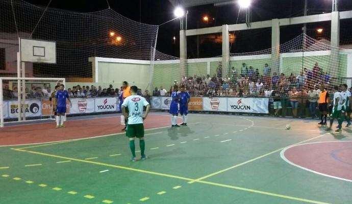 Mendes e Resende disputaram o confronto no Ginásio Nicola Sandora (Foto: Fabrício Werneck/TV Rio Sul)