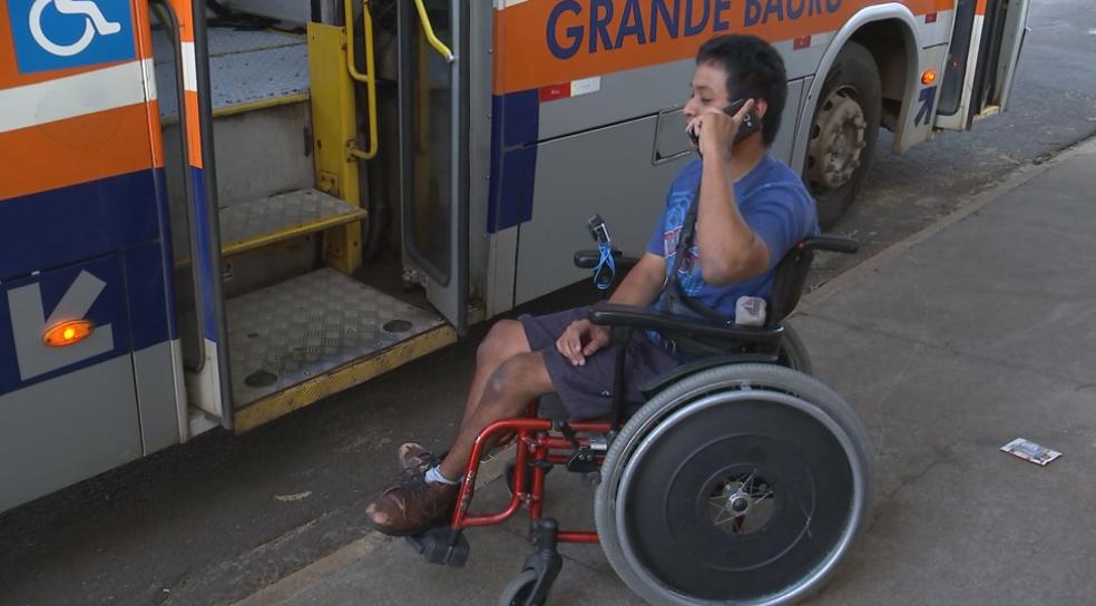 Ordilei chegou a ligar para o pessoal da manutenção, mas não conseguiu contato  (Foto: Reprodução/TV TEM)