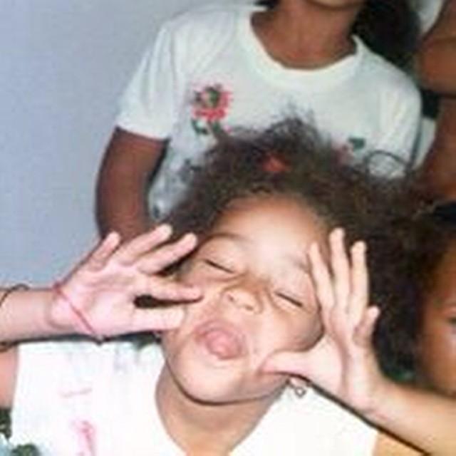 Juliana Alves posta foto da infância e manda indiretas na legenda