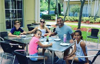 BLOG: Após derrota para Jacaré, Vitor Belfort aproveita tempo com a família