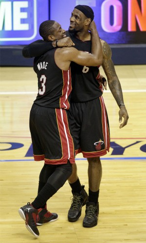 nba Dwyane Wade Lebron James  Indiana x Miami (Foto: AP)