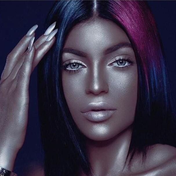 Kylie Jenner posta foto em que parece negra e é criticada nas redes