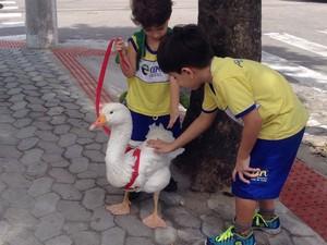 Ganso é amado por crianças (Foto: Arquivo Pessoal)