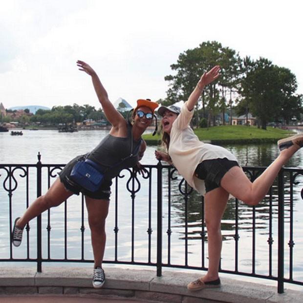 Valesca Popozuda e ex-BBB Ana Paula em parque em Orlando, nos Estados Unidos (Foto: Instagram/ Reprodução)
