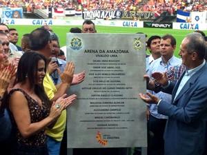 A inauguração ocorreu no início da noite. Autoridades fizeram o descerramento da placa inaugural (Foto: Patrick Mota/Rádio Amazonas FM)