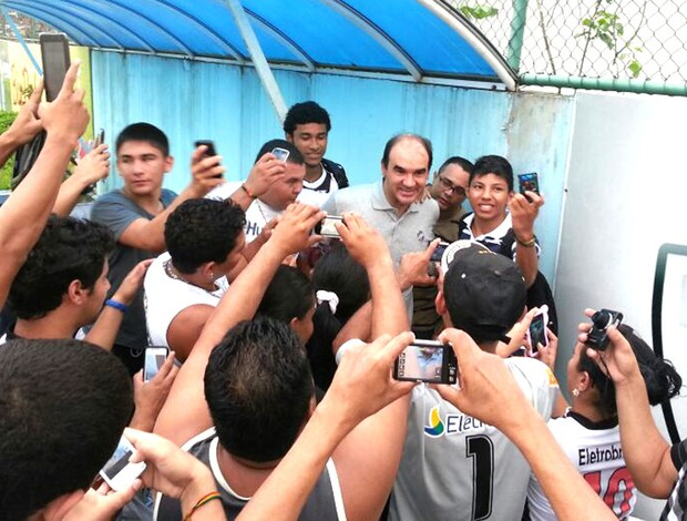 Torcida treino Vasco Manaus (Foto: Raphael Zarko)
