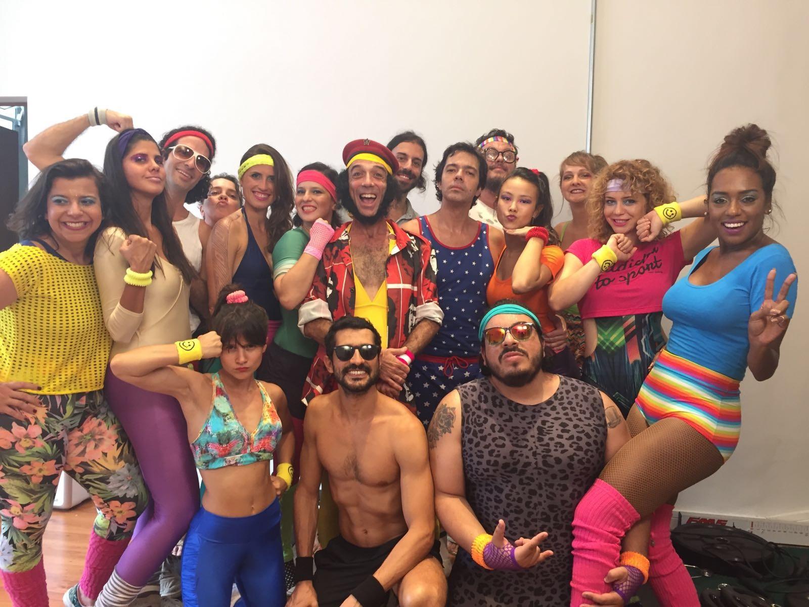 O elenco do clipe 'La malemolencia', com Luis Lobianco, Leandra Leal, Bruno Mazzeo e Bianca Comparato