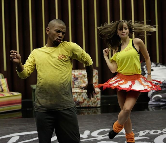 Forró requer muita agilidade dos participantes (Foto: Artur Meninea/Gshow)