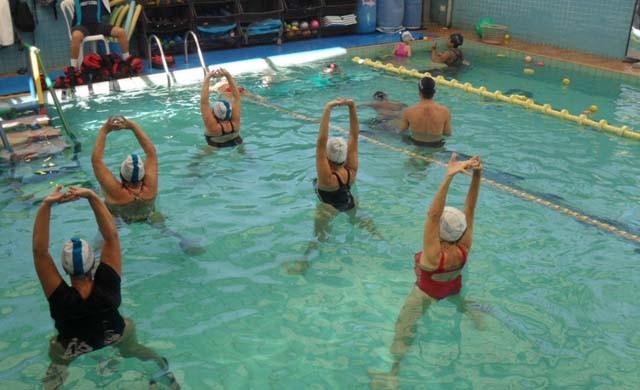 Exercícios na água apresentam possibilidades terapêuticas preventivas e de recuperação de lesões,  (Foto: Sandra Wegner / Arquivo pessoal)
