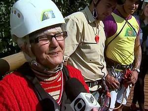 Idosa de 74 anos participou da atração e aprovou o salto (Foto: Felipe Lazzarotto/EPTV)
