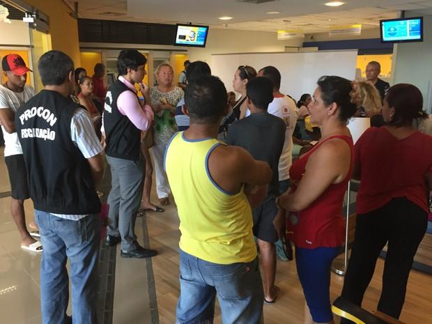 Em agência bancária em São José de Ribamar, a equipe constatou demora na fila de espera e falta de distribuição de senhas (Foto: Divulgação / Secom)
