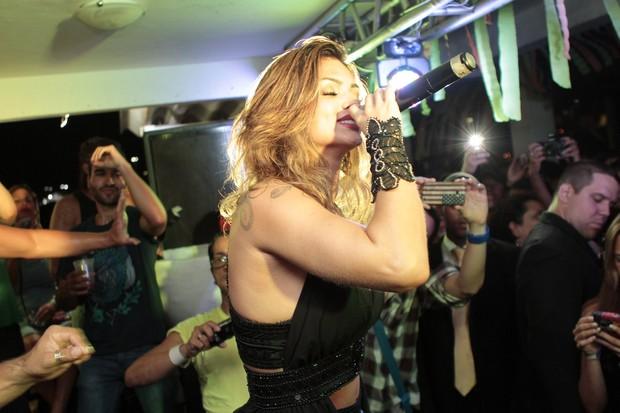 Kelly Key faz show na festa Chá da Alice (Foto: Isac Luz/EGO)