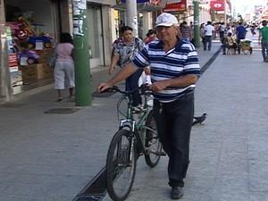 O lavrador dá o exemplo e cumpre a lei em Araxá  (Foto: Reprodução/TV Integração)