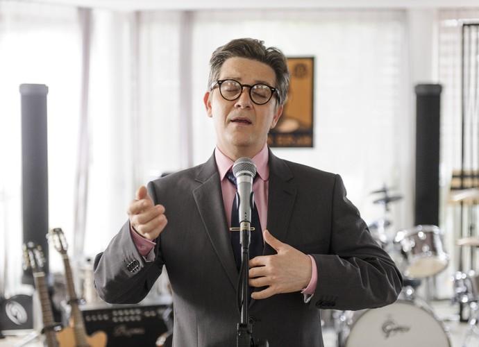 Gomes faz caras e bocas para cantar (Foto: Caiuá Franco/TV Globo)