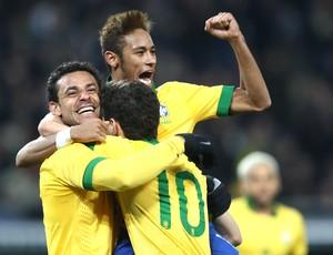 Neymar Fred comemoração Brasil jogo Itália (Foto: Mowa Press)