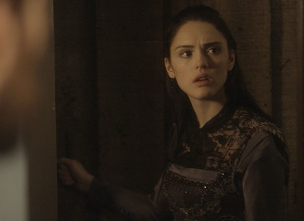 Anna encurrala Thomas ao saber de quarto secreto