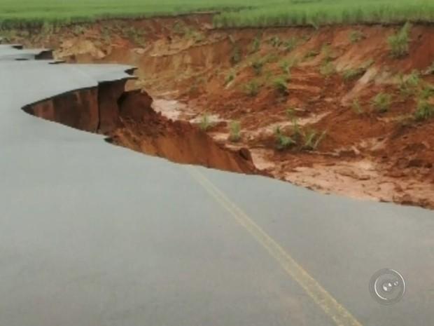 Erosão aumentou em Borá (Foto: Reprodução / TV TEM)