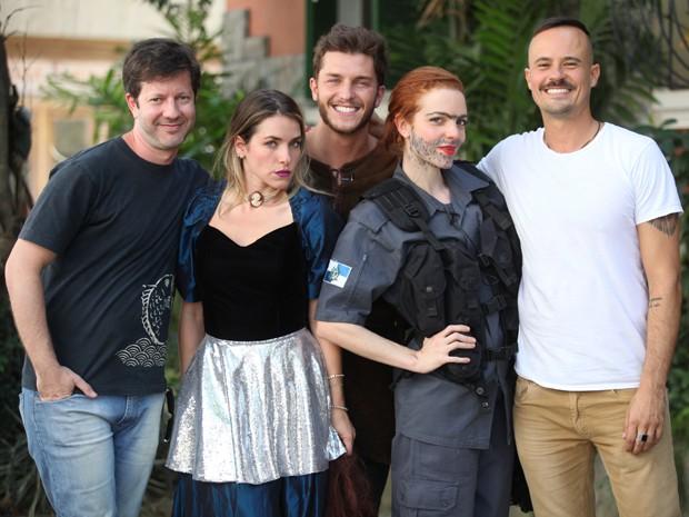 O diretor Snir Wine, ao lado de Monique Alfradique, Klebber Toledo, Maria Eduarda de Carvalho e Paulo Vilhena (Foto: Pedro Curi / TV Globo)