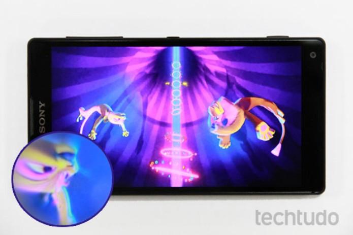 Tela do Xperia ZQ é Full HD e tem 5 polegadas (Foto: Allan Melo/TechTudo)