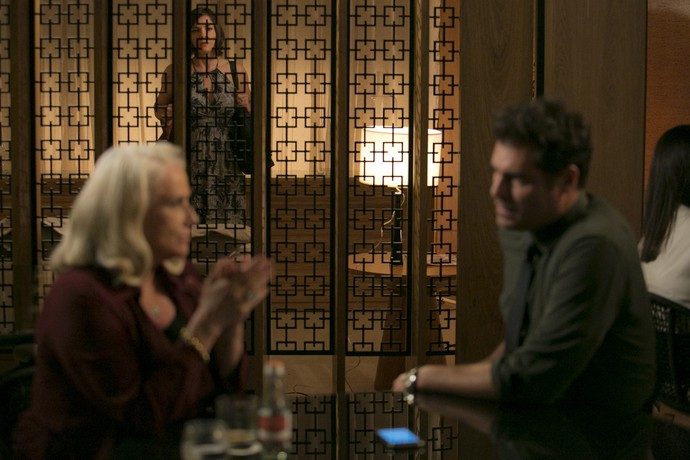 Beth flagra os dois amantes juntos (Foto: Fábio Rocha / Gshow)