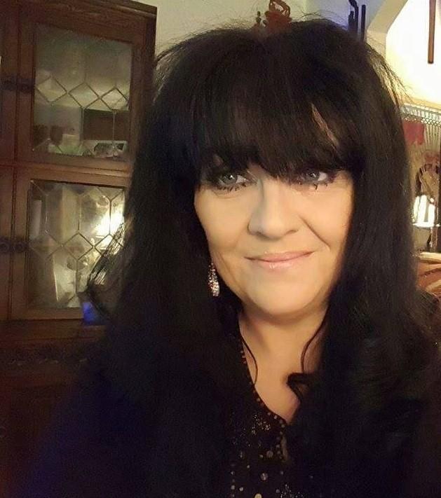 Lillyanne, de 51 anos, diz falar com os mortos desde a infância