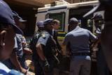 """""""Cansado e tenso"""", Pistorius recebe visitas de padre e psicólogo na prisão"""