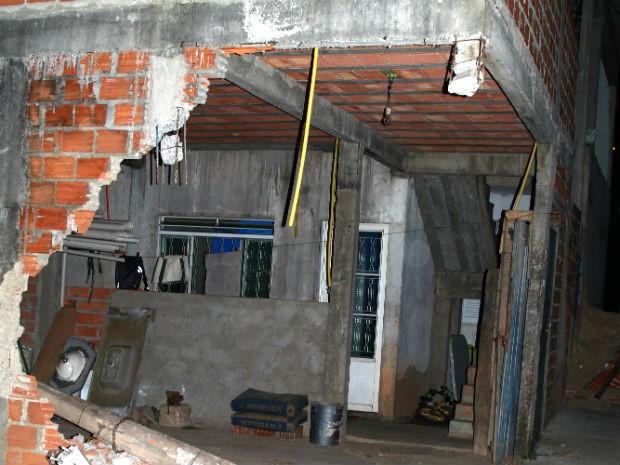 Casa atingida por caminhão na Viela das Rosas, em Sorocaba (Foto: Fabio Kikuchi/acervo pessoal)
