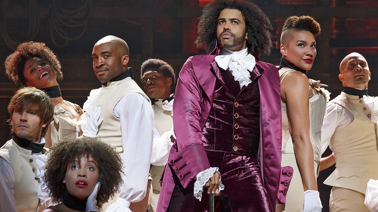 """O ator Daveed Diggs como Thomas Jefferson em """"Hamilton"""" (Foto: Divulgação)"""