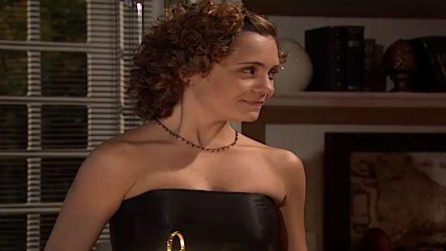 Sandra tenta seduzir Alexandre no escritrio (Foto: Reproduo/viva)