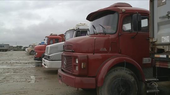 Sem acordo, caminhoneiros seguem em greve em cidades portuárias de SC