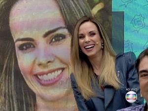 Ana Furtado vê 'sósia' no É de Casa (Foto: TV Globo)
