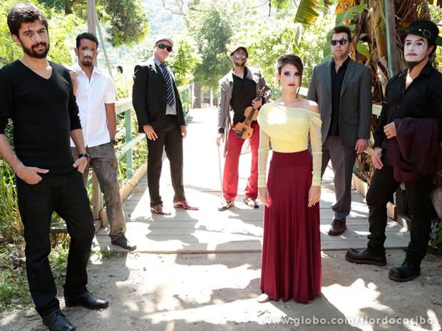 Trupe do Teatro Mágico vai agitar a festa de casamento de Cassiano e Ester (Foto: Flor do Caribe/TV Globo)