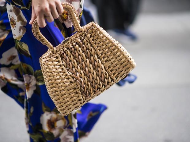 Bolsa de palha é tendência mais uma vez nesta primavera e verão (Foto: Imaxtree)