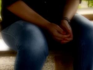 Mulher faz tratamento no Instituto Padre Haroldo para lidar com trauma da violência sexual (Foto: Reprodução / EPTV)