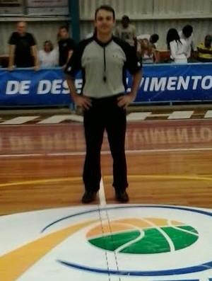 Helder Diniz Santana, árbitro paraibano de basquete (Foto: Divulgação / FPB)