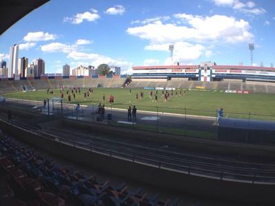 Paraná treino Vila Capanema (Foto: Jairo Nascimento/ RPC)