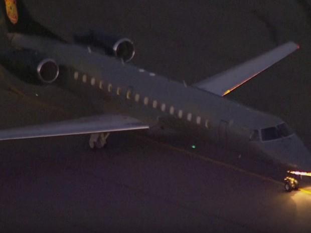Avião da PF levou os presos da Operação Custo Brasil para São Paulo (Foto: TV Globo/Reprodução)
