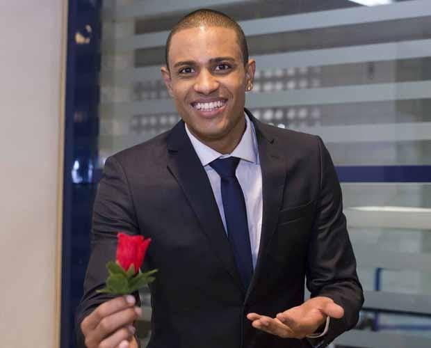 A rosa vermelha foi o amuleto da sorte de Romero e conquistou o público (Foto: Camila Serejo)